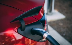 The Future of Electric Vehicles: Battery Innovation & Infrastructure